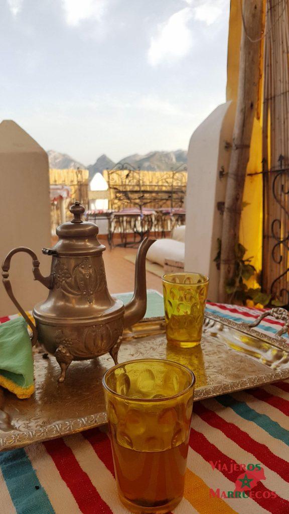 Té de bienvenida en la azotea del Riad Dari