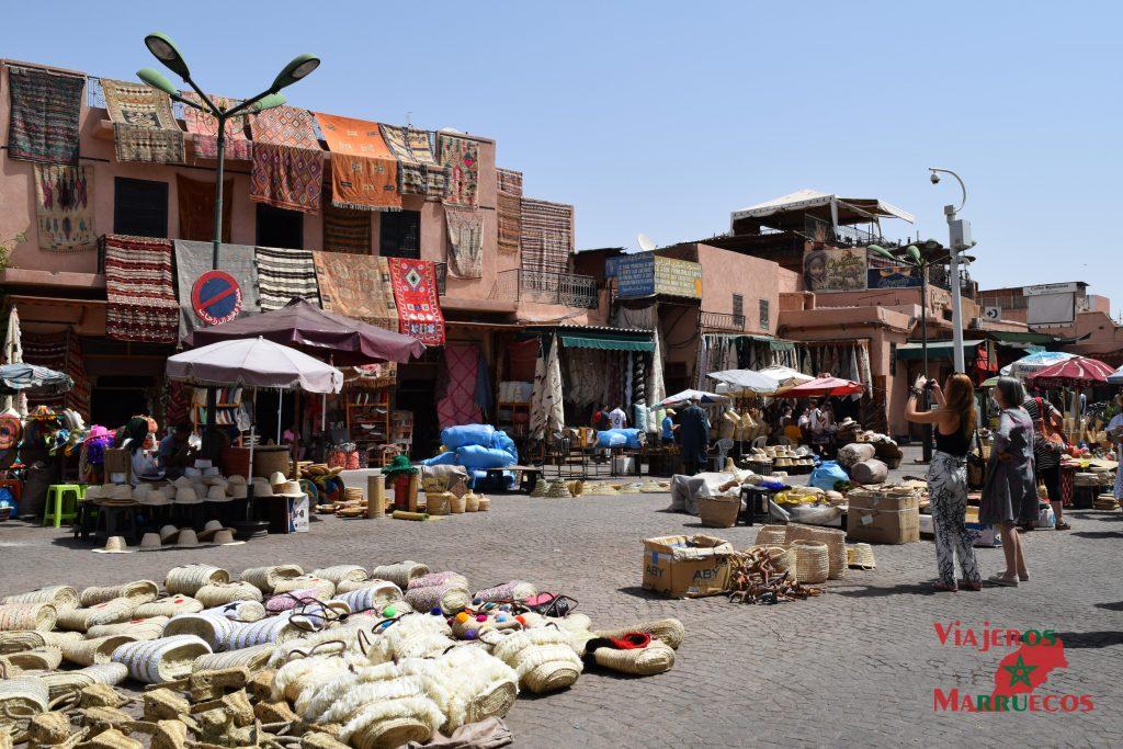 Plaza en la medina de Marrakech