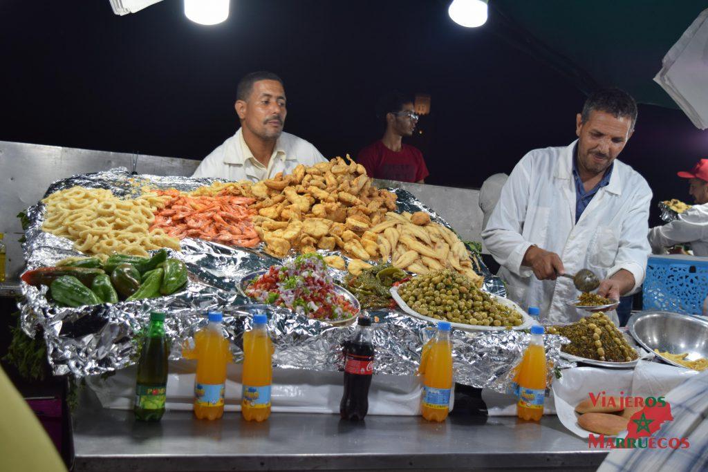 Puestos de pescado nocturno en Jemaa El Fna