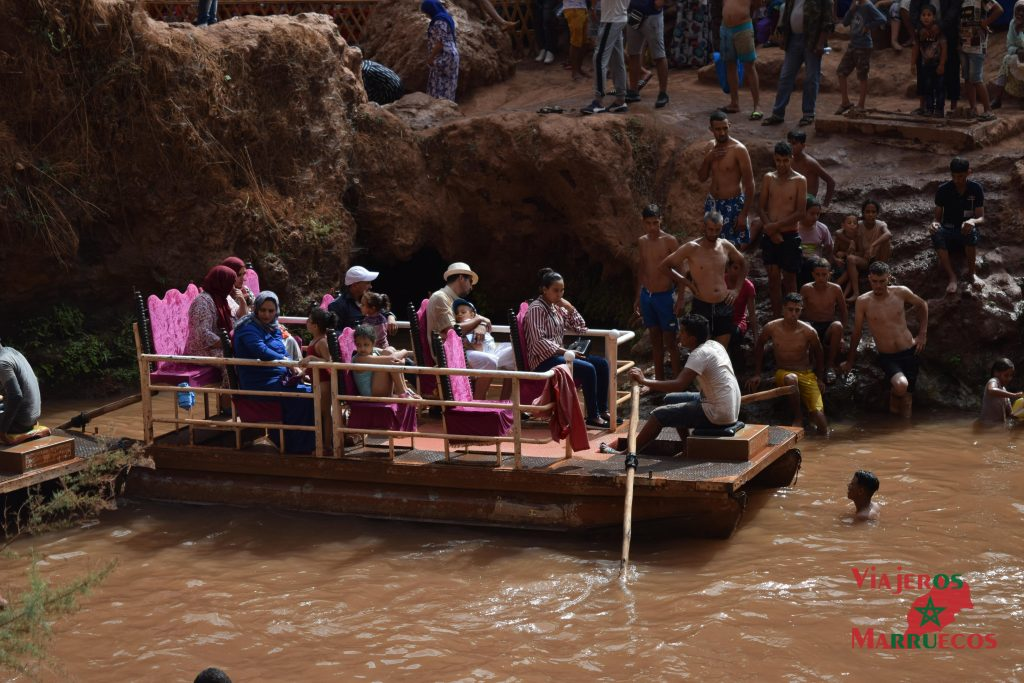 Barca para cruzar las cascadas de Ouzoud